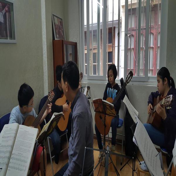 Thời đại đổ xô đi học làm ca sĩ tại các lò đào tạo âm nhạc