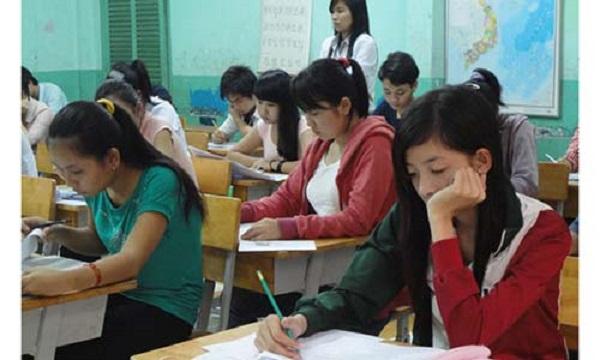 Lo sợ đề thi khó, học sinh kéo nhau đến các lò luyện thi
