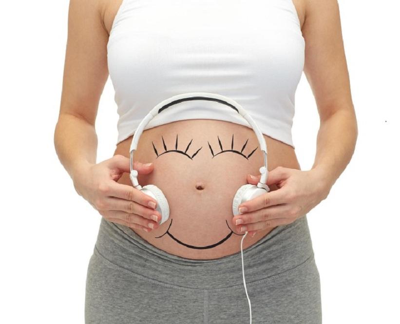 Bật mí cách mẹ bầu cho con nghe nhạc đúng cách