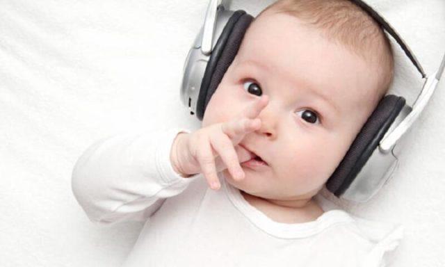 Những lợi ích khi cho trẻ nghe nhạc không phải mẹ nào cũng biết 2