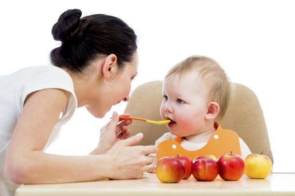 Cho trẻ ăn dặm ngày mấy bữa? Một số điều cần biết khi cho trẻ ăn dặm