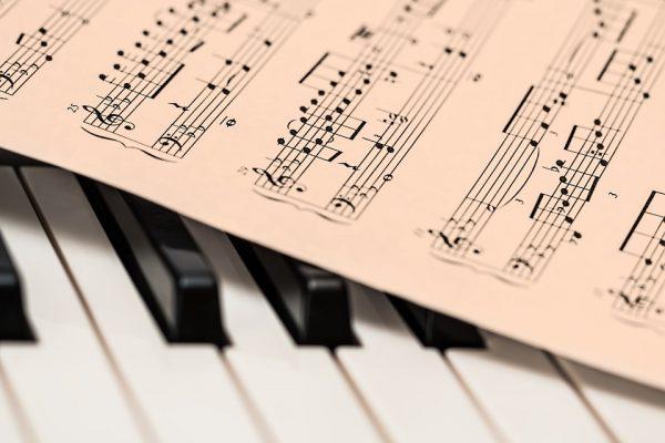 Âm nhạc là gì? Khái niệm âm nhạc? Âm nhạc là gì trong cuộc sống?